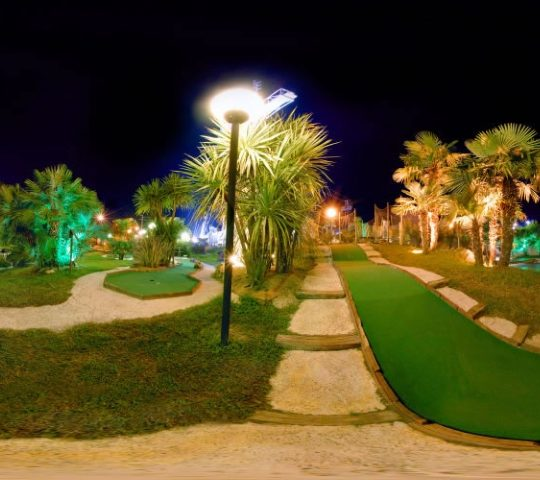 http://www.hoteltampico.it/wp-content/uploads/2017/01/adventuregolf_01-540x480.jpg