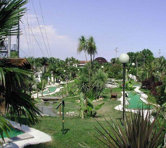 http://www.hoteltampico.it/wp-content/uploads/2017/01/adventuregolf_04-540x480.jpg